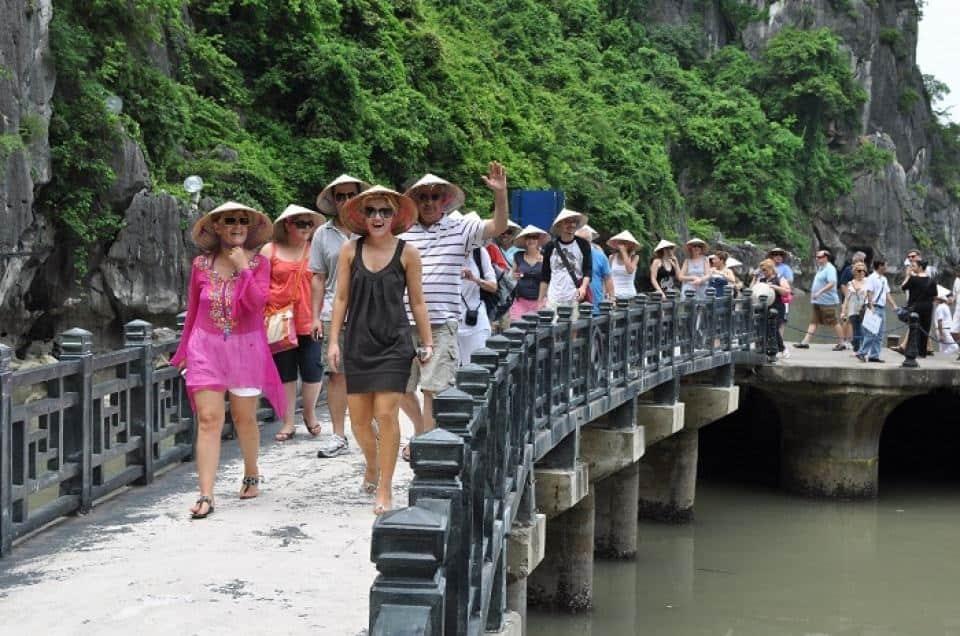 Du lịch Việt Nam tăng trưởng từ khách nước ngoài và trong nước