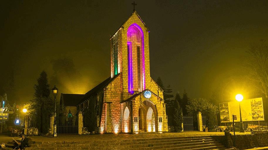nhà thờ đá tại sapa